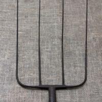 Forged iron pitchfork head
